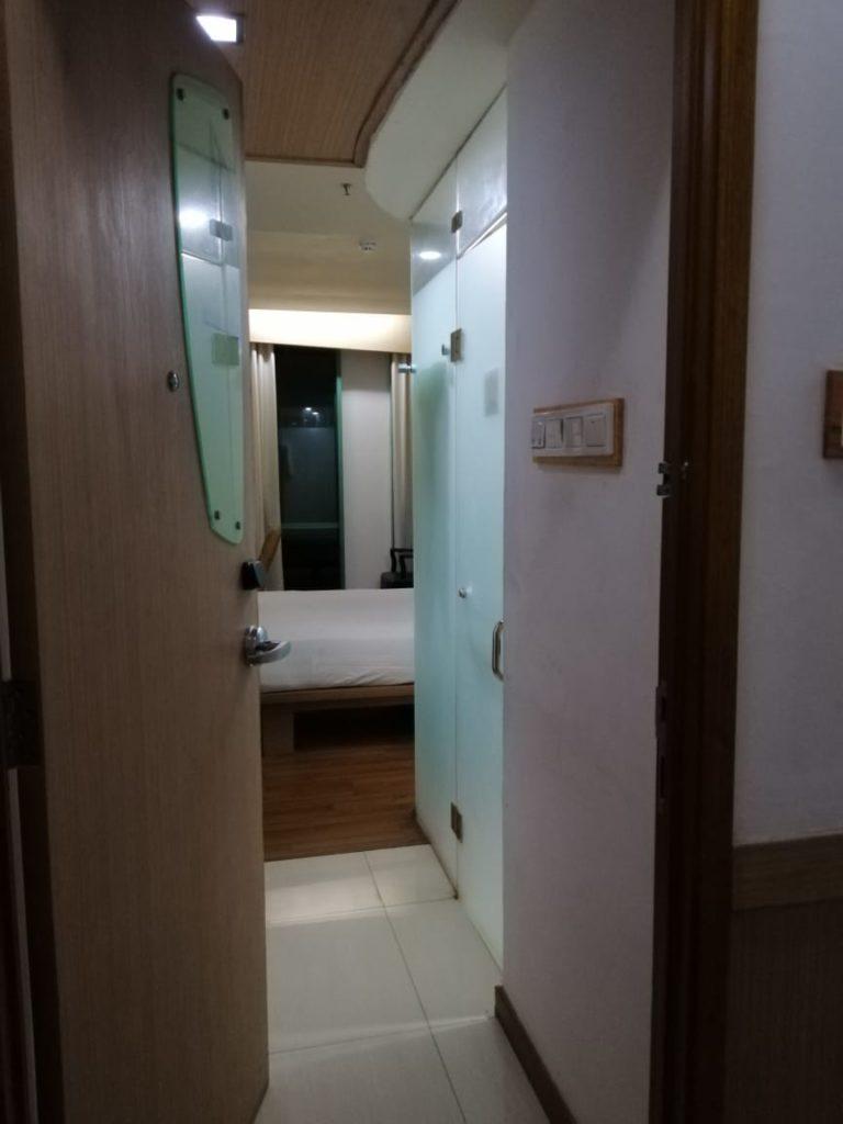 OYO 126 Business Hotel - Kondisi Kamar Saat Buka Pintu
