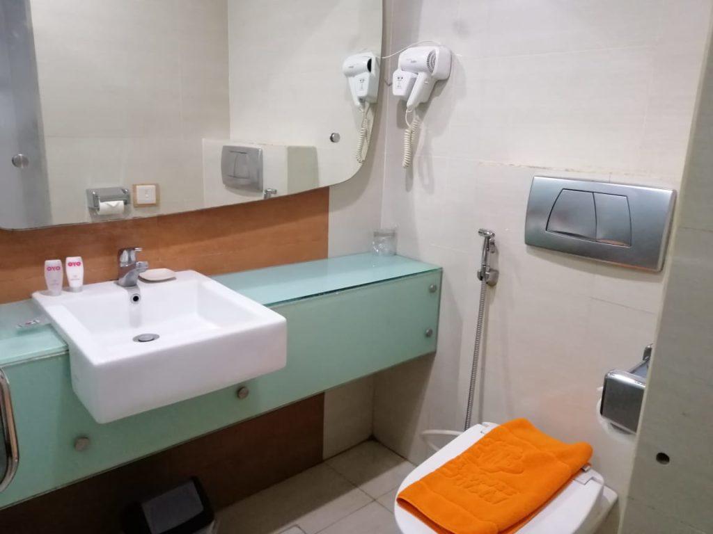 OYO 126 Business Hotel - Toilet di Dalam Kamar Business Hotel