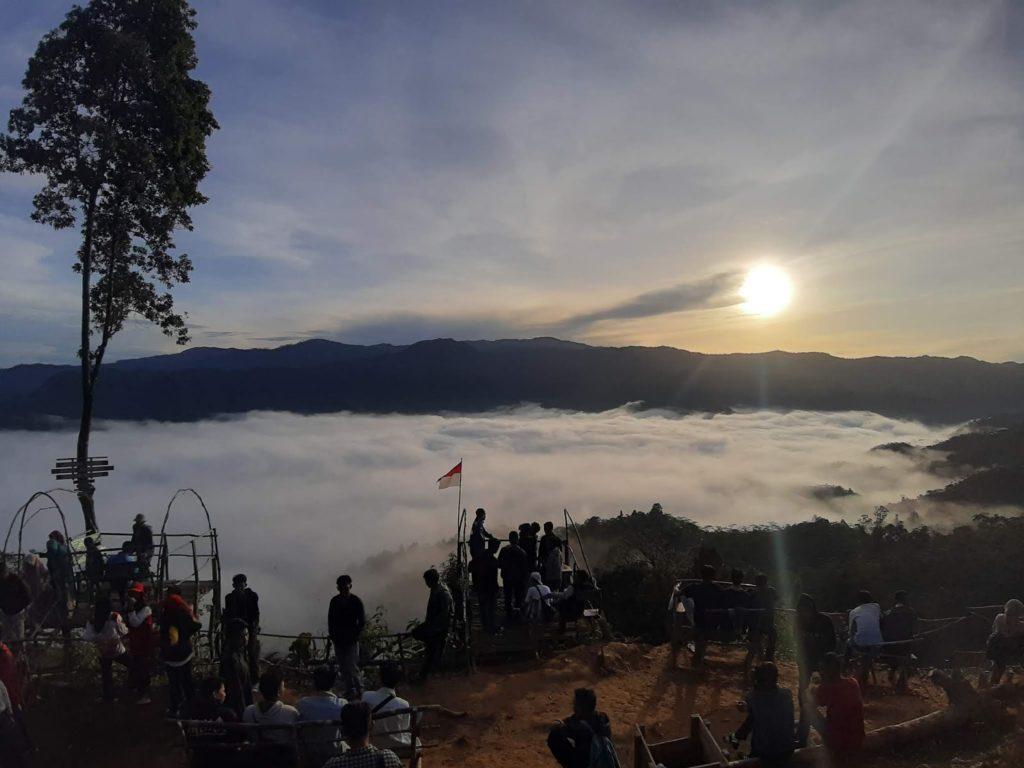 Tempat wisata gunung luhur citorek memiliki jalur pendakian yang rekomen